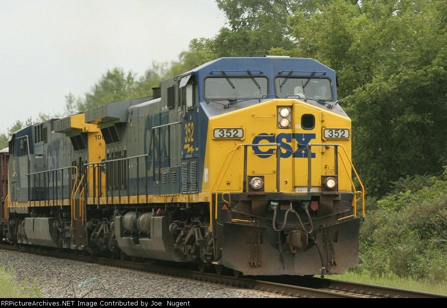 CSX 352 gets a Herzog ballast train on the roll again