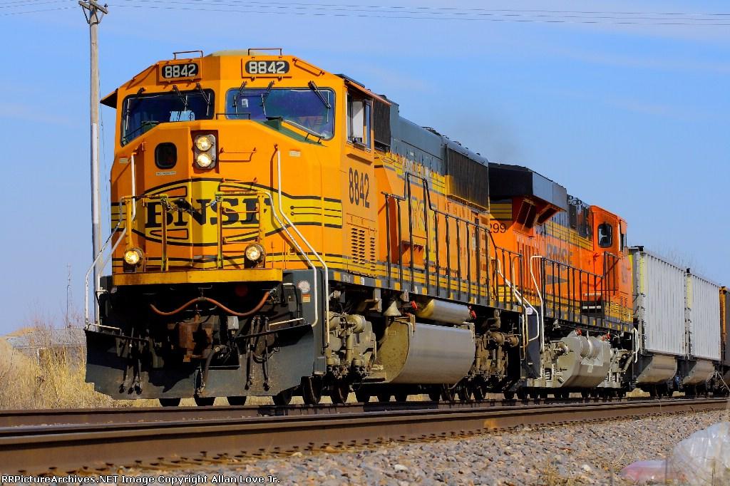 BNSF 8842 west