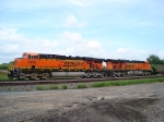 BNSF 5869 waiting for traffic to clear