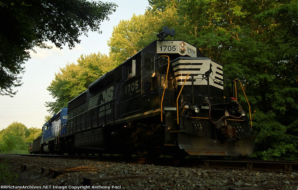 Conrail Shared Assets SA22 on the ex-Raritan River RR