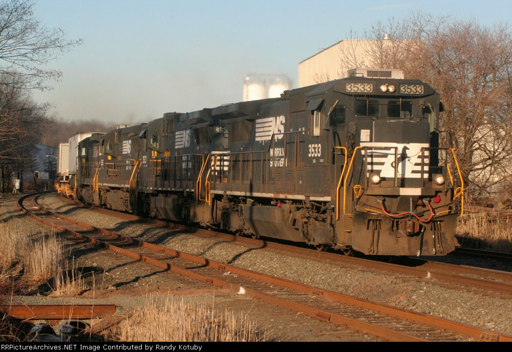 NS 3533 running east at South Plainfield NJ 02/11/07