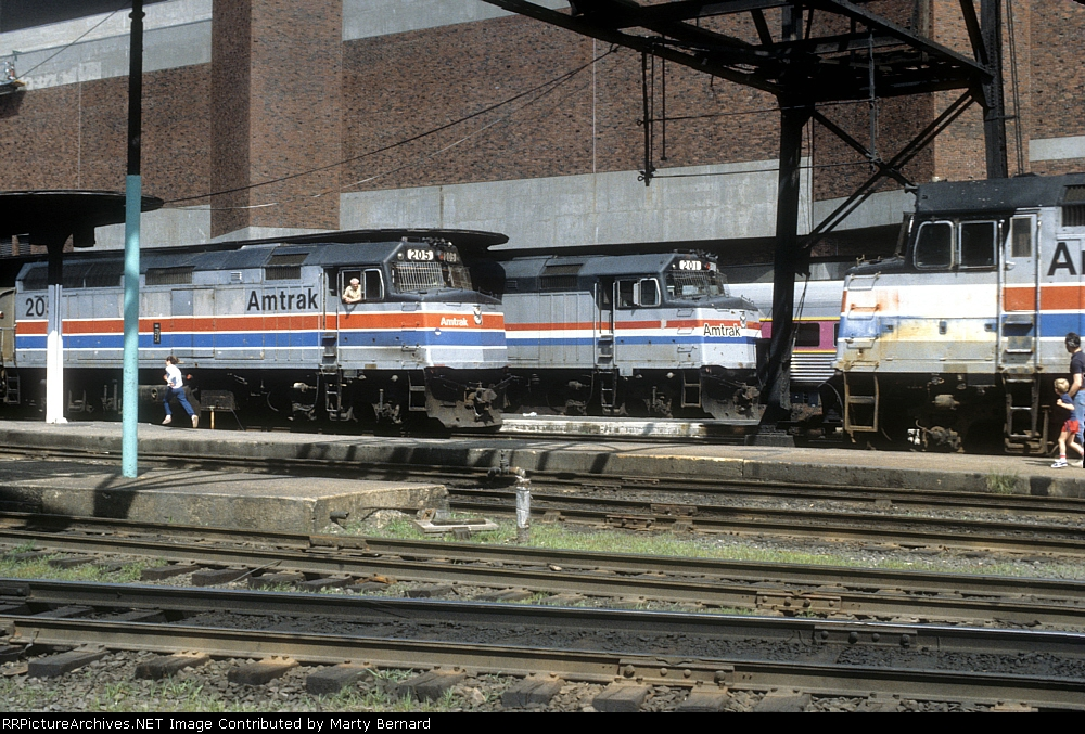Amtrak 205, 201, and 208 at South Statrion