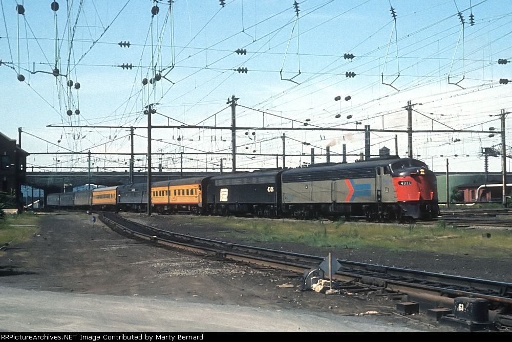 AMTK 4317 and 4305 Take the National Limited East
