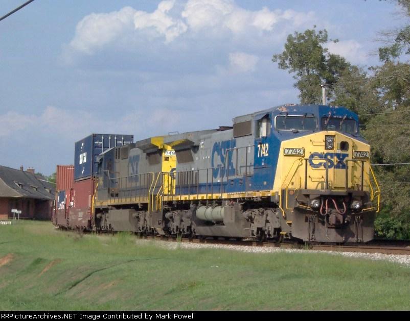 CSX 7742 in the siding