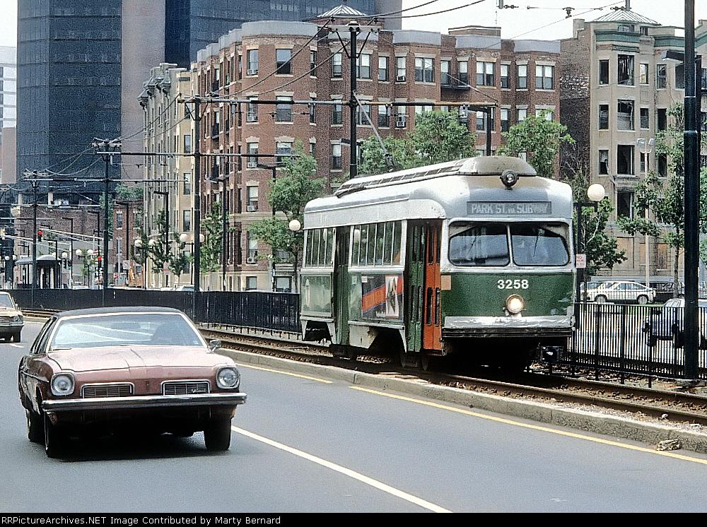 MBTA 3255 on Huntington Ave.
