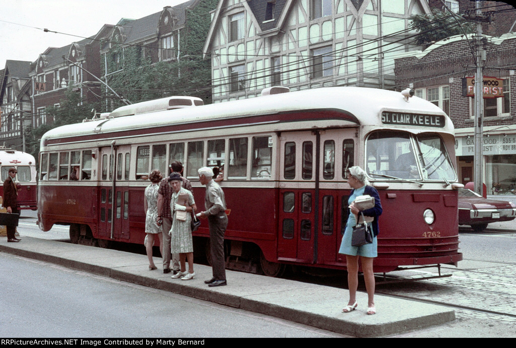 TTC 4762 at Oakwood and St. Clair