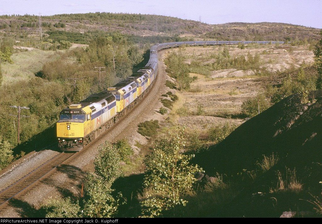 VIA 6414 leads the Canadian #1 west,