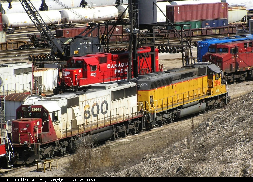 Just looks like UP - an unusual color in the CP yard
