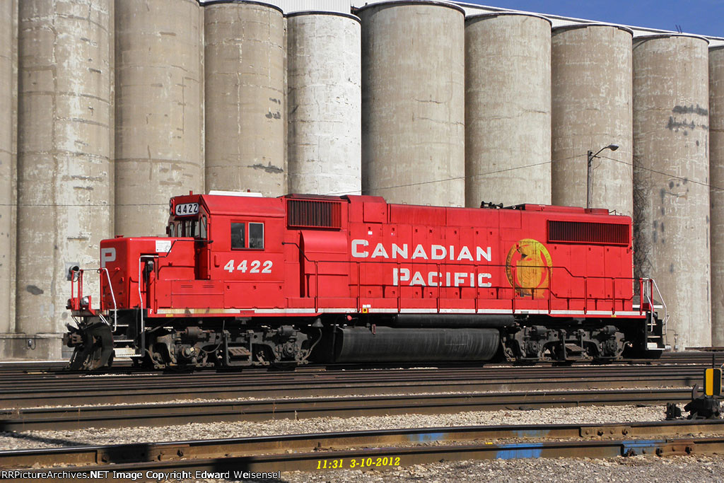 CP 4422 sleeps on the east end of Muskego yard