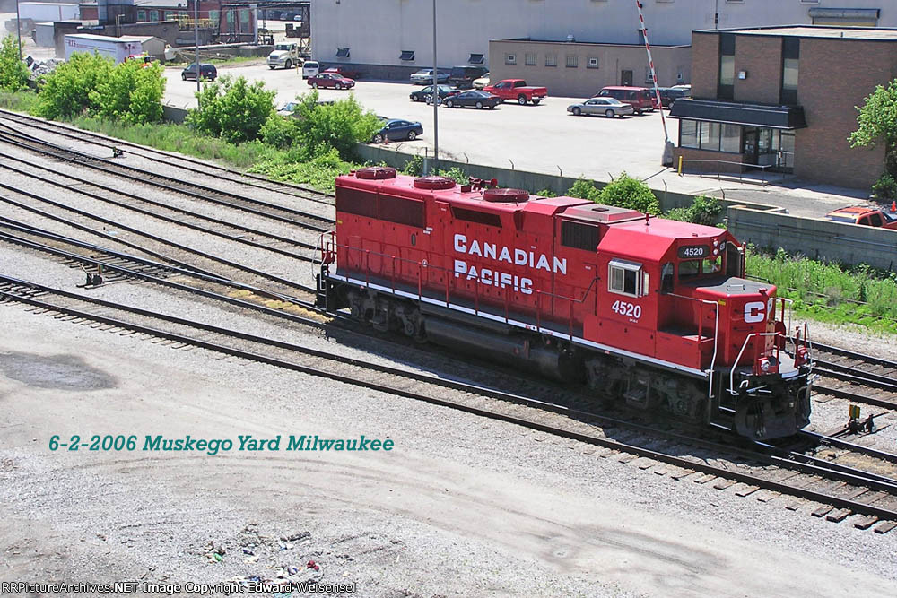 4520 glides out the Muskego yard leads