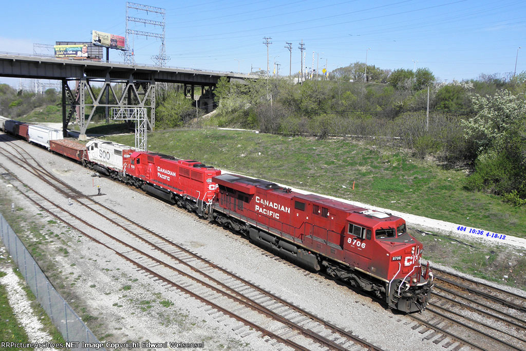 Cp 8706 + 6250 and Soo 4416 roll thru the yard crossover