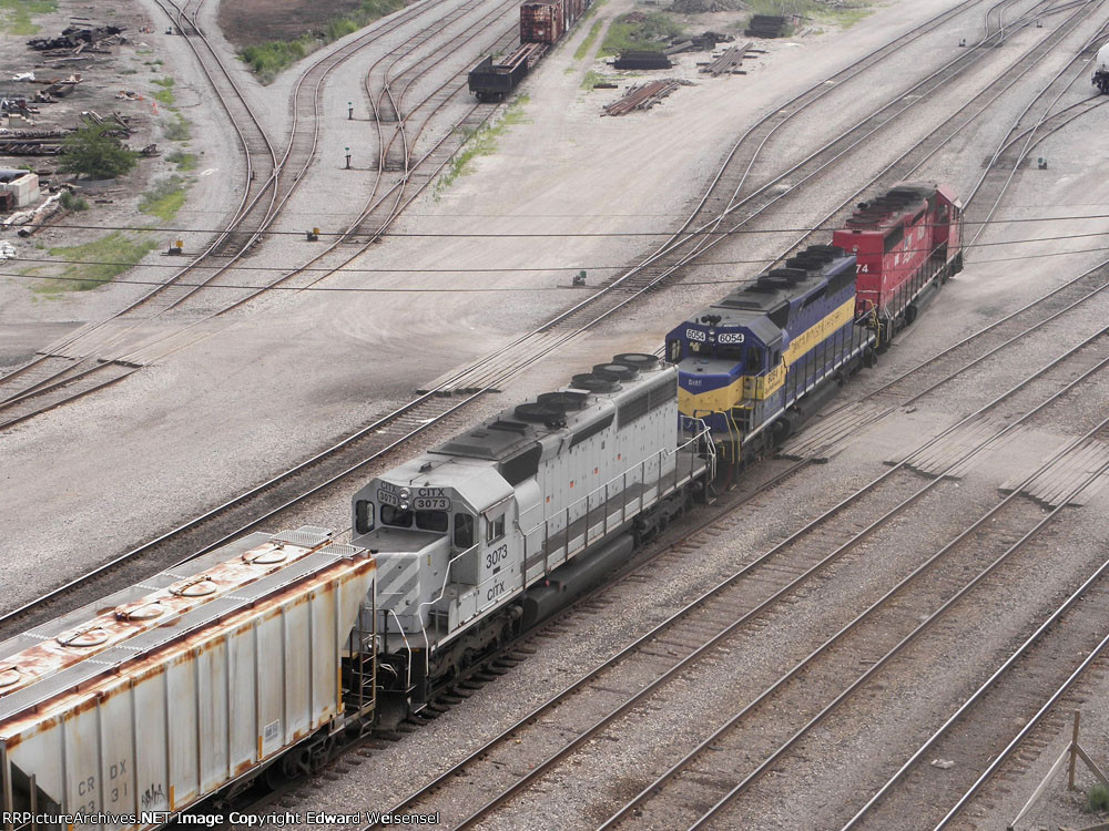 DME 6074 rolls into the center of Muskego yard