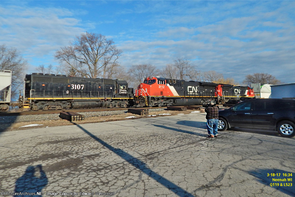 L523 scampers into the yard as Q119 gets ready to roll toward Stevens Point
