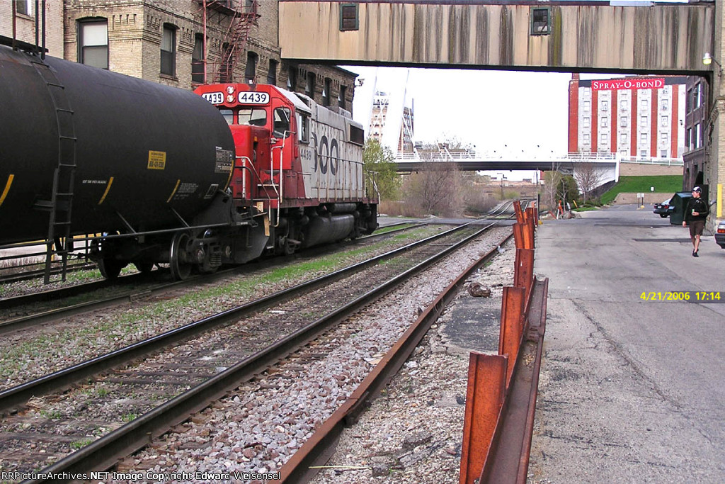 SOO 4439 approaches the tannery crossing on Wash 3