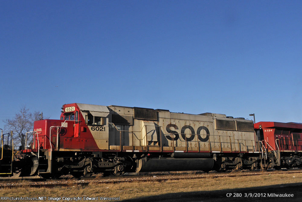 SOO 6021 smiles while 282 leader 8724 slows to pick up a B'ville employee
