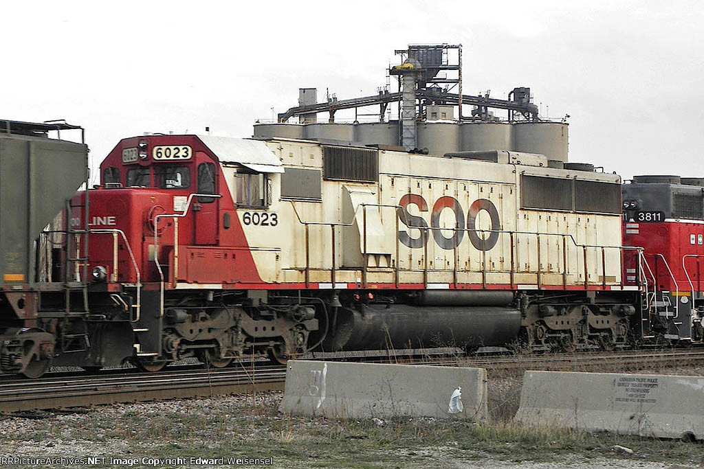 Sd60 6023 trails on todays 282