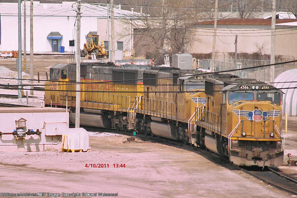 UP 4586 leads this trio off the ramp to grab their Proviso-bound train