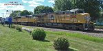 Eastbound intermodal rattles the diamonds