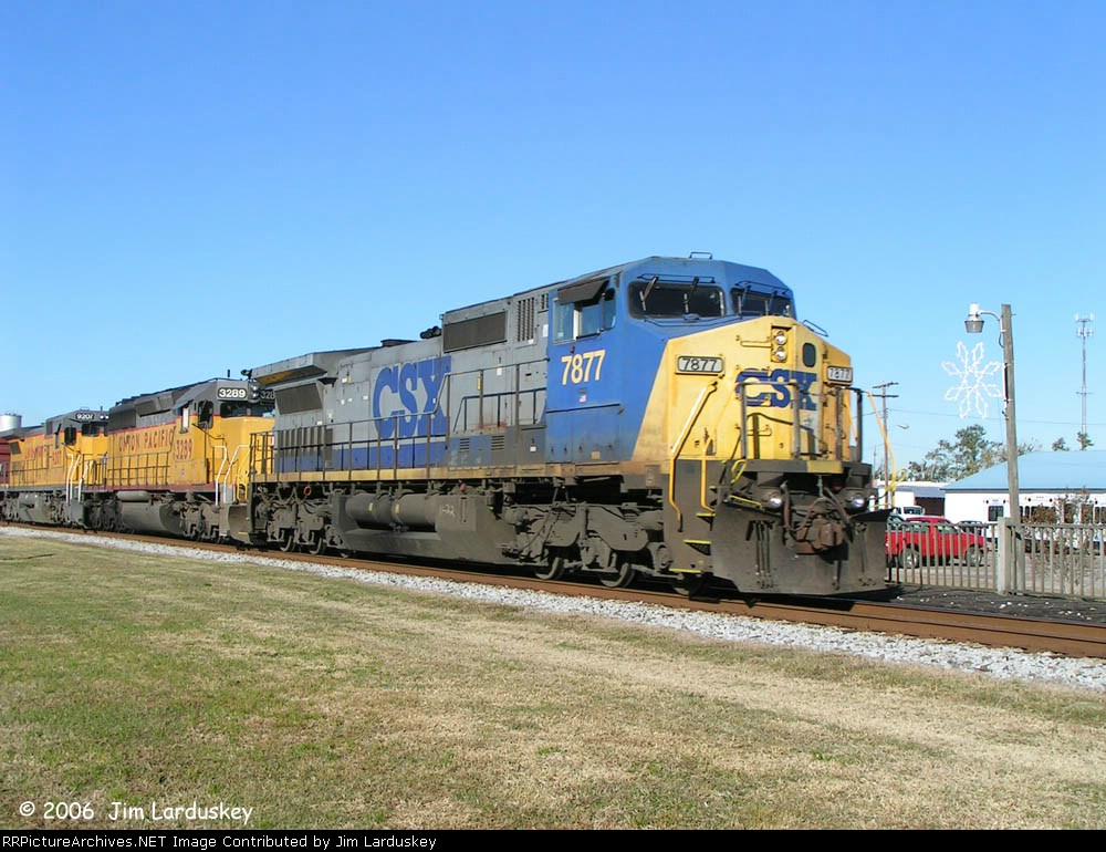 Next up is northbound Q612 with CSX 7877 leading