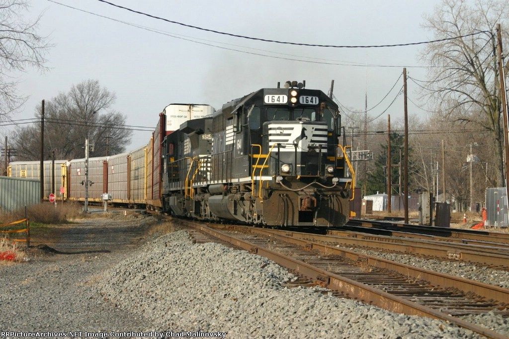 NS 1641 comes off the CSX Porter Branch