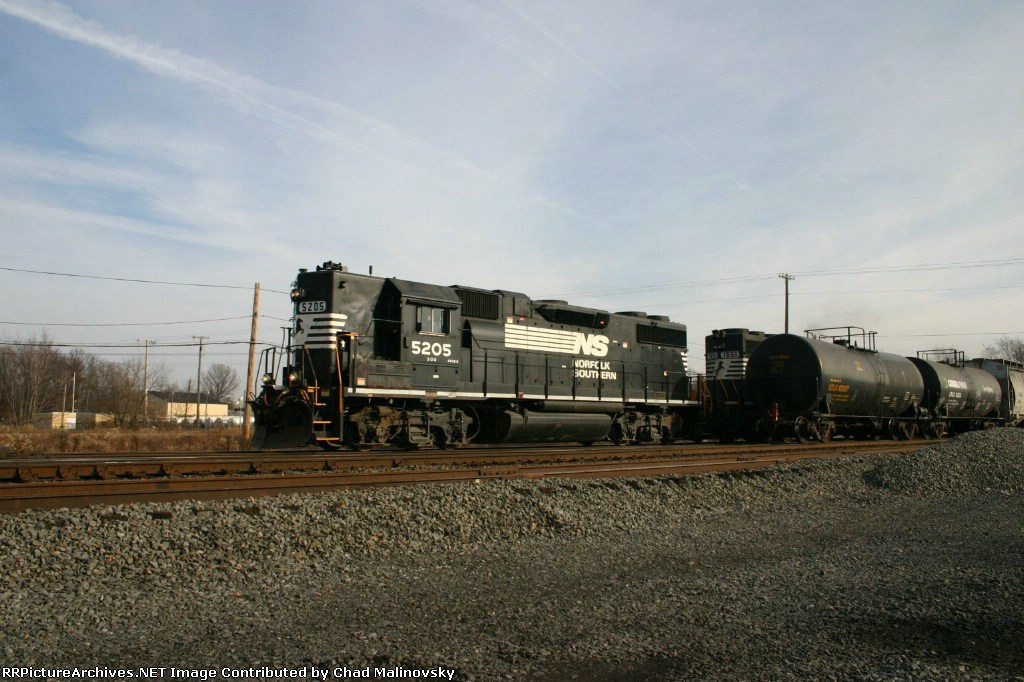 NS 5205 blasts by on main 1