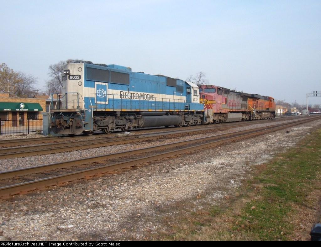BNSF 7622 & 931 & EMDX 9032