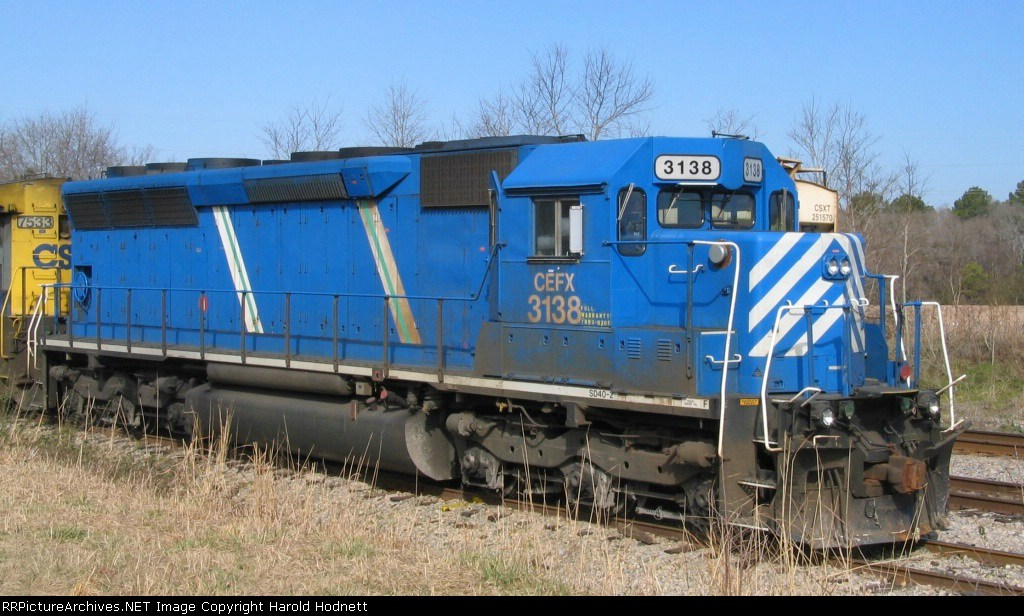 CEFX 3138 sits in a siding