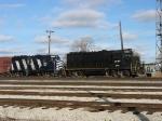 LSRC 2052 & 371 getting the train for Flint ready