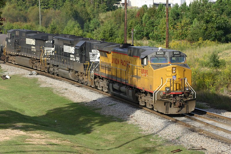 UP and NS Power on this Northbound
