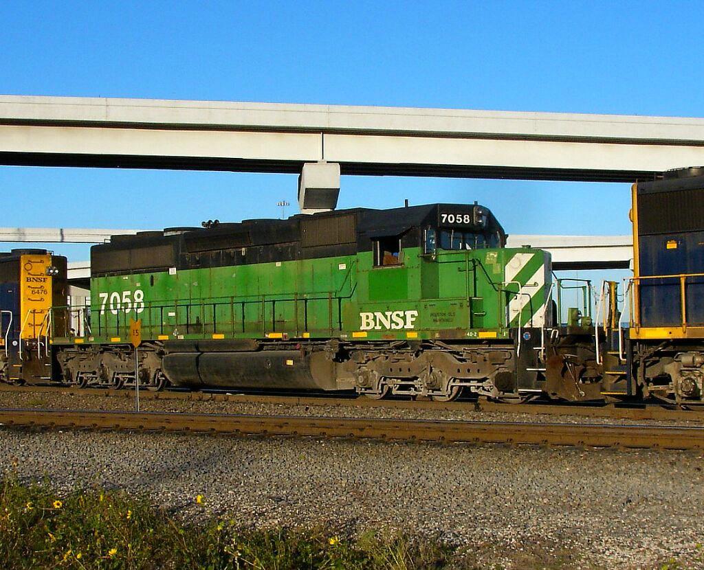 BNSF 7058