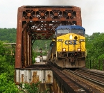 CSX 206 leadin' G792 across the Wilder Main bridge