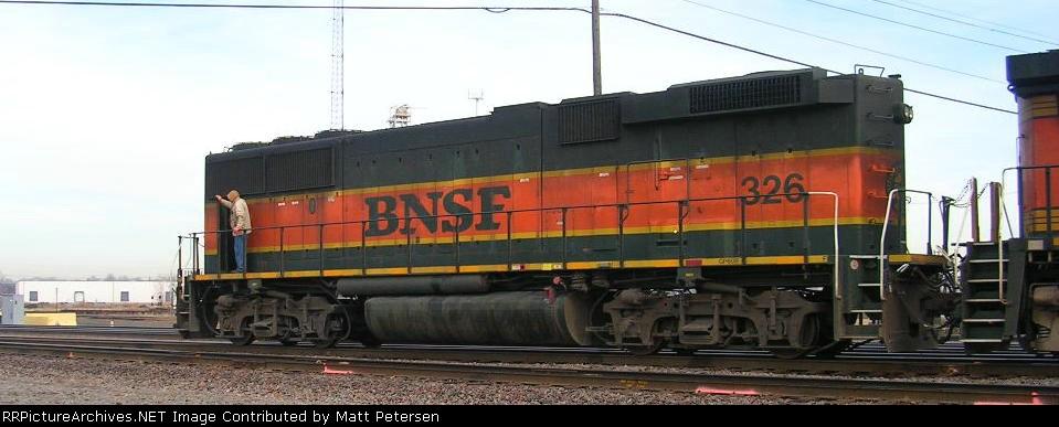 BNSF 326 GP60B