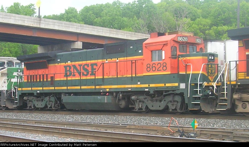 BNSF 8628
