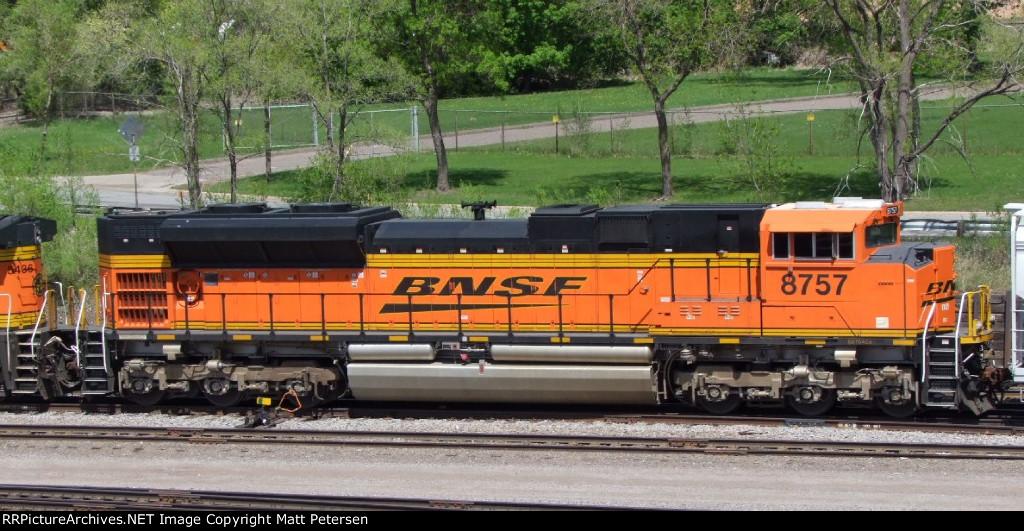 BNSF 8757