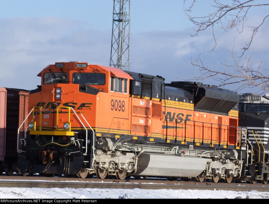 BNSF 9098