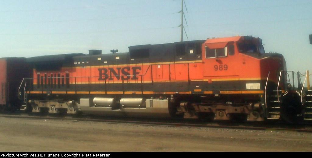 BNSF 989