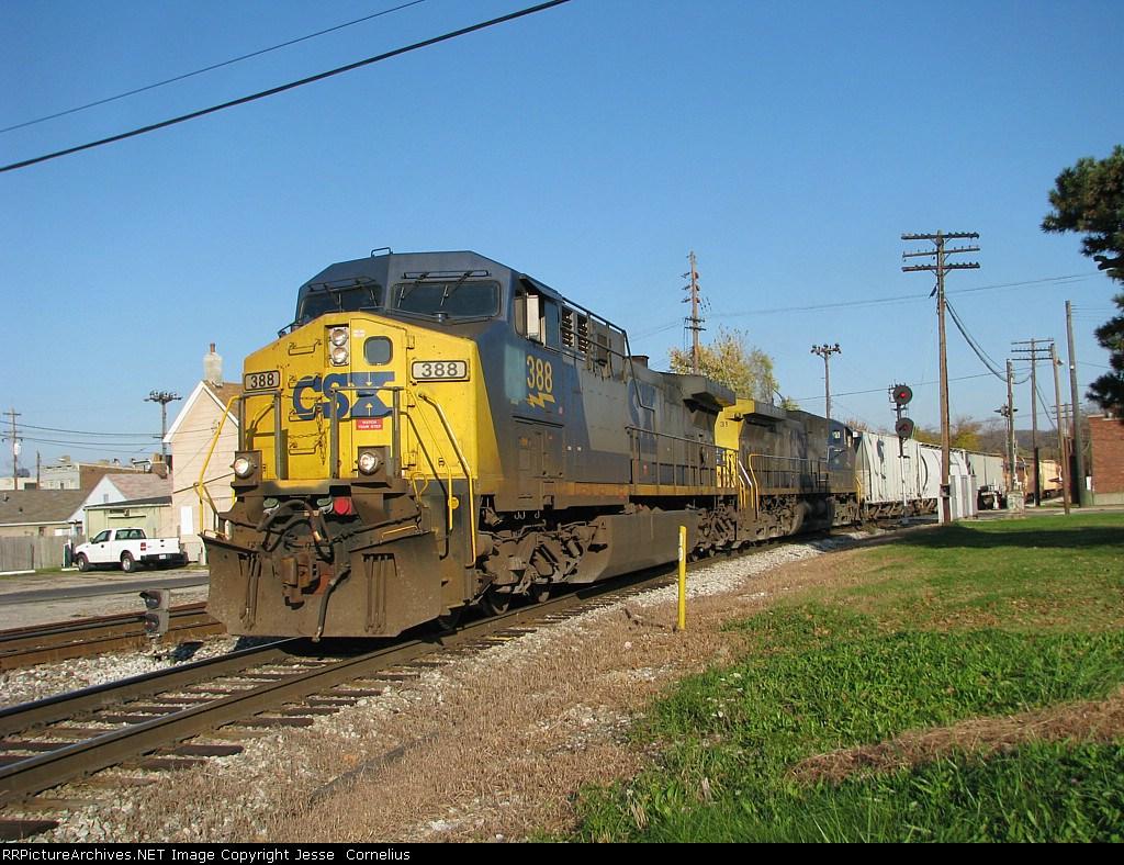 CSX 388 on Q505 Southbound