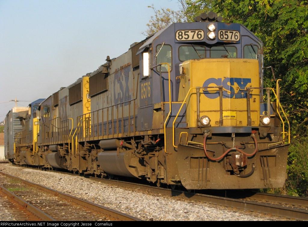 CSX 8576 on Q241 Southbound