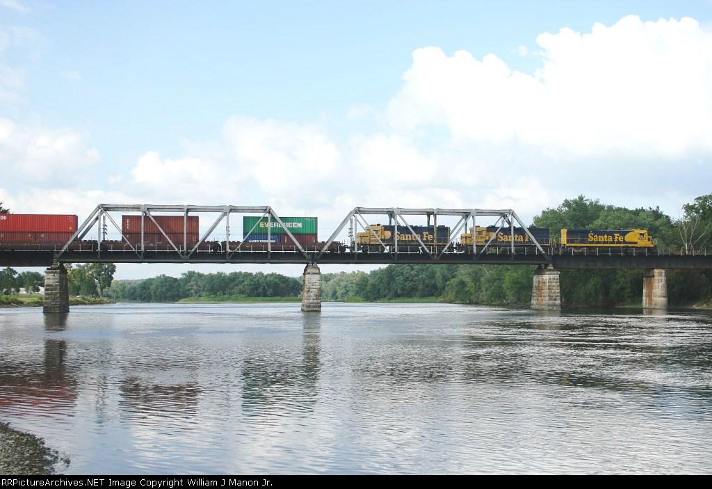 BNSF 4255 over the Rock River Bridge