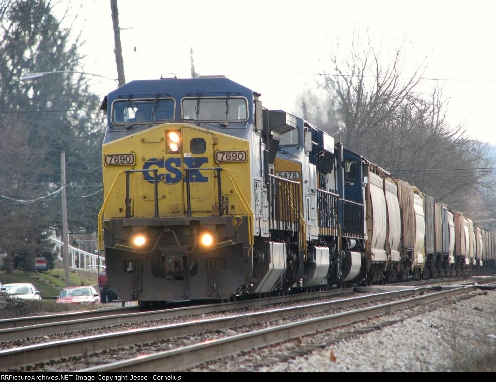 CSX 7690 leading K802 Northbound