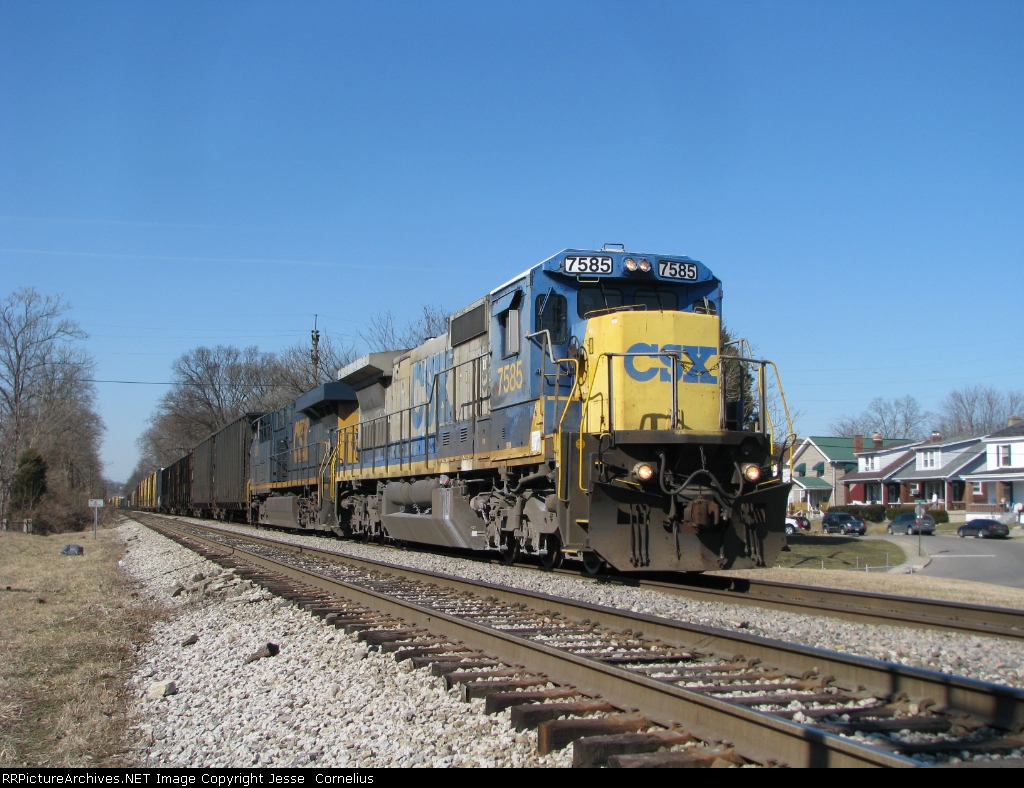 CSX 7585 on Q539 Southbound