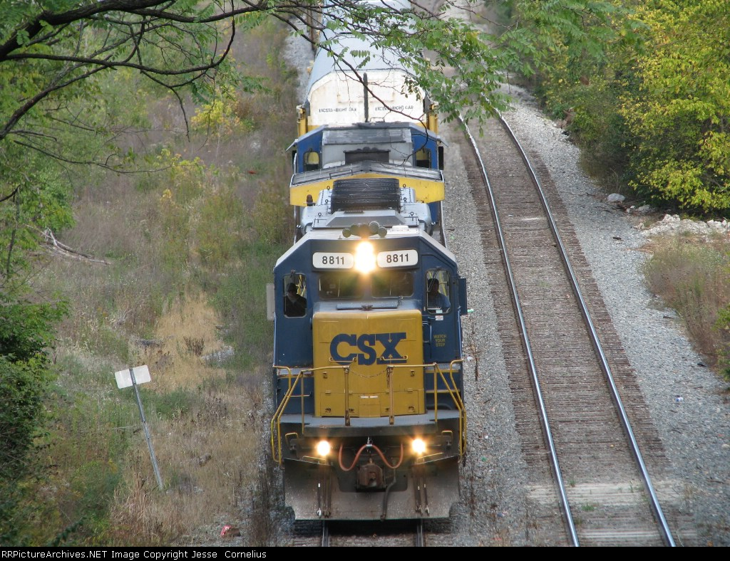 CSX 8811 on Q245 Southbound