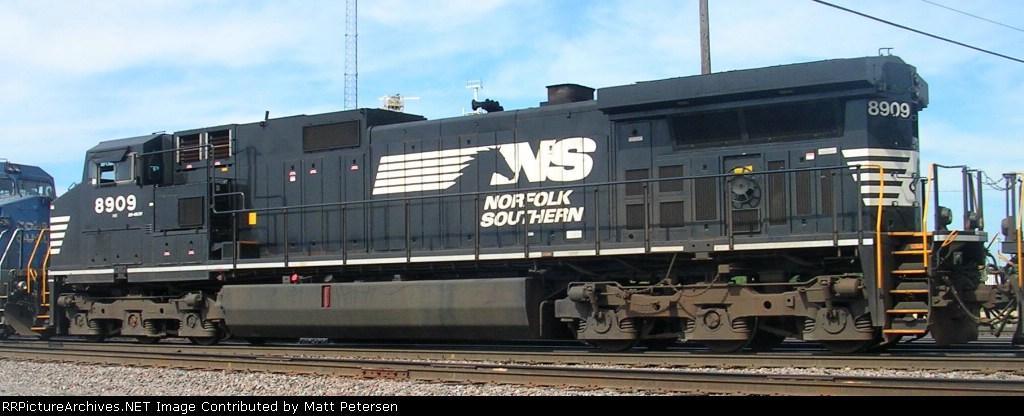 NS 8909