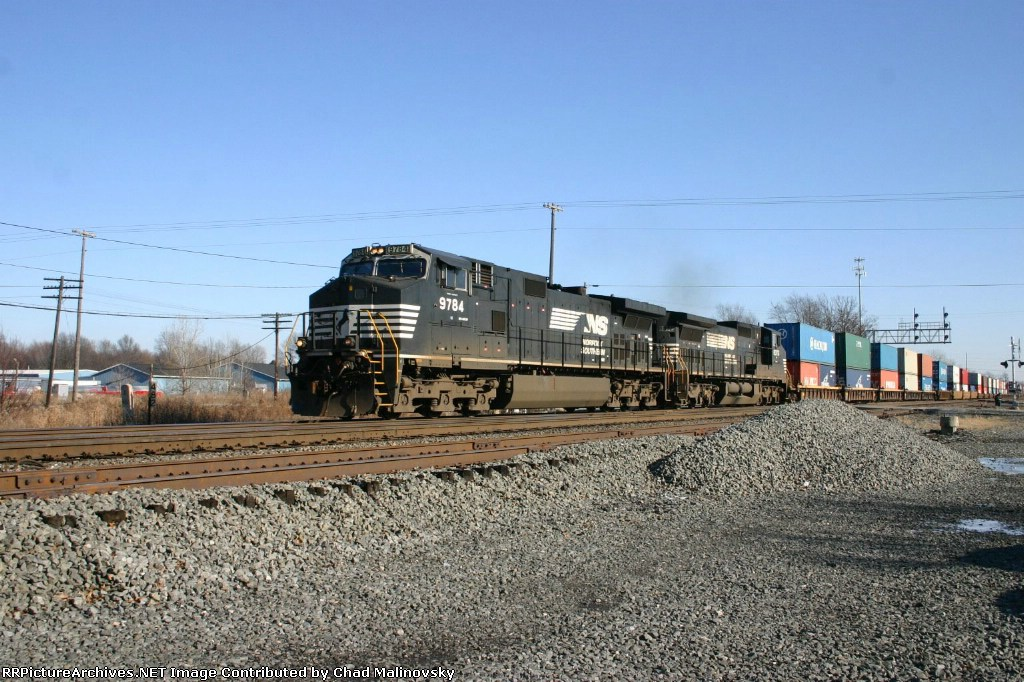NS 9784 on a stack train