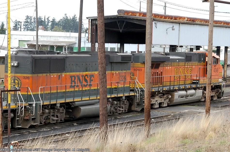BNSF 326 & 4049