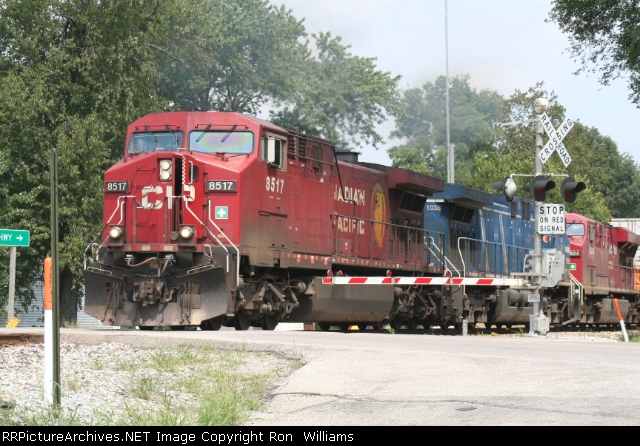 CP 8517 leads a Canadian Pacific train West on NS Wabash line at MP 73