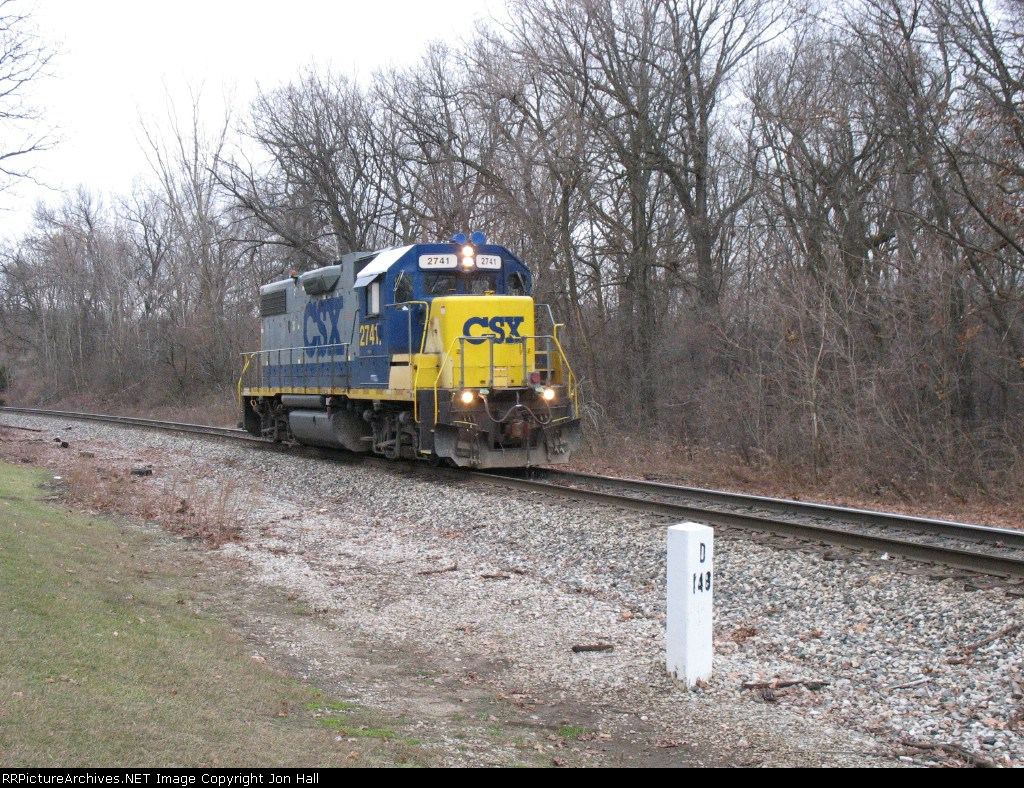 CSX 2741 running light as Y106