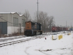 CSX 4822 as D802 coming out of the house ahead of X500