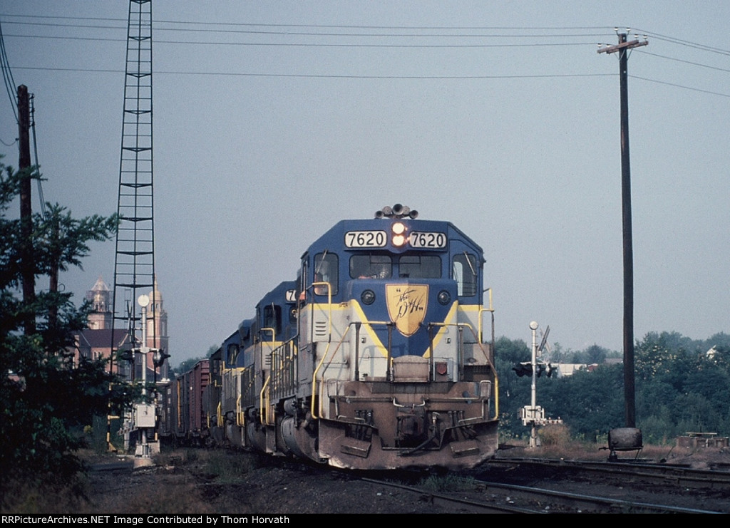 DH 7620 leads a general merchandise freight thru Hudson Yard