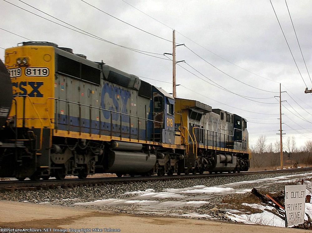 CSX 8119 on Q335-22